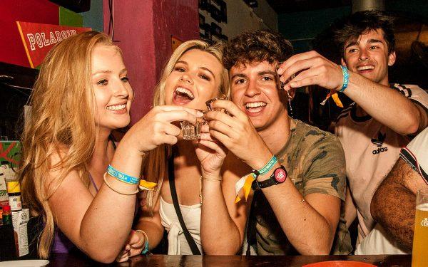 The BEST Barcelona Pub Crawl (Free Drinks + VIP Club entry - just €13!)