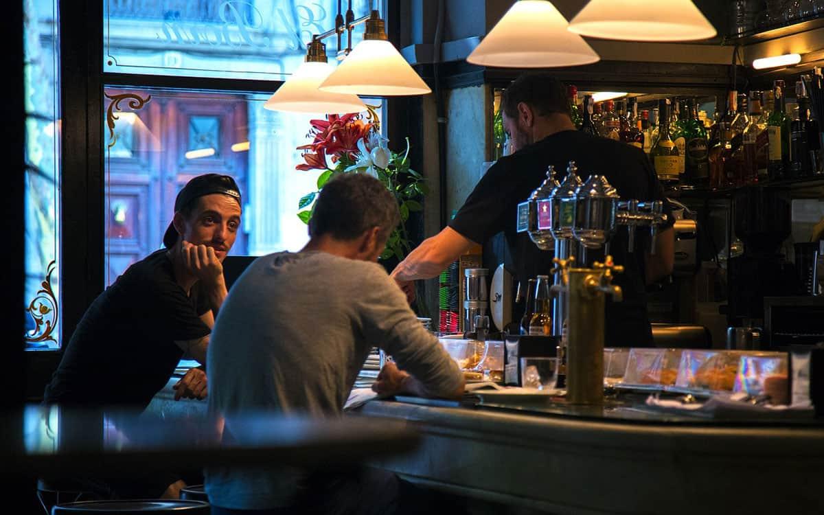 rencontre vieux gay bars à Bron